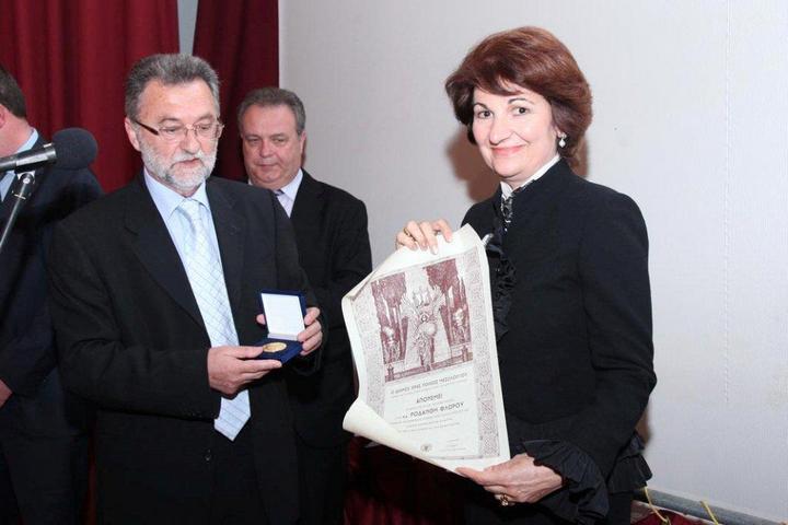 Απονομή του Χρυσού Μεταλλίου της Ιεράς Πόλεως Μεσολογγίου στη Ροδάνθη Φλώρου