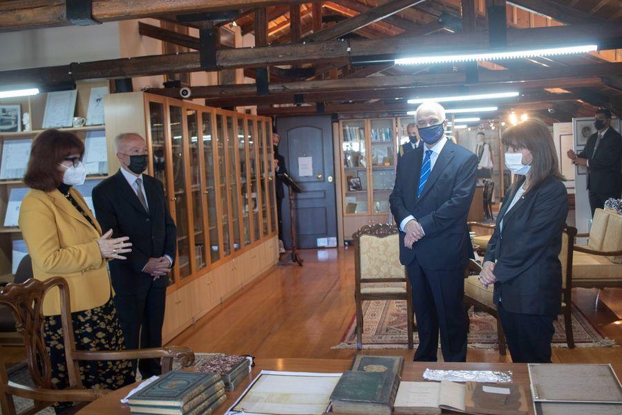 Read more about the article Eπίσκεψη της Πρόεδρου της Ελληνικής Δημοκρατίας στη Βυρωνική Εταιρεία Ιεράς Πόλεως Μεσολογγίου